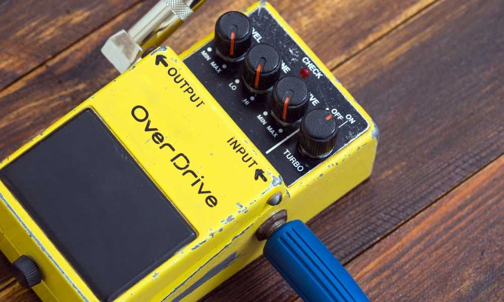 Can-You-Use-Guitar-Pedals-for-Vocals-3
