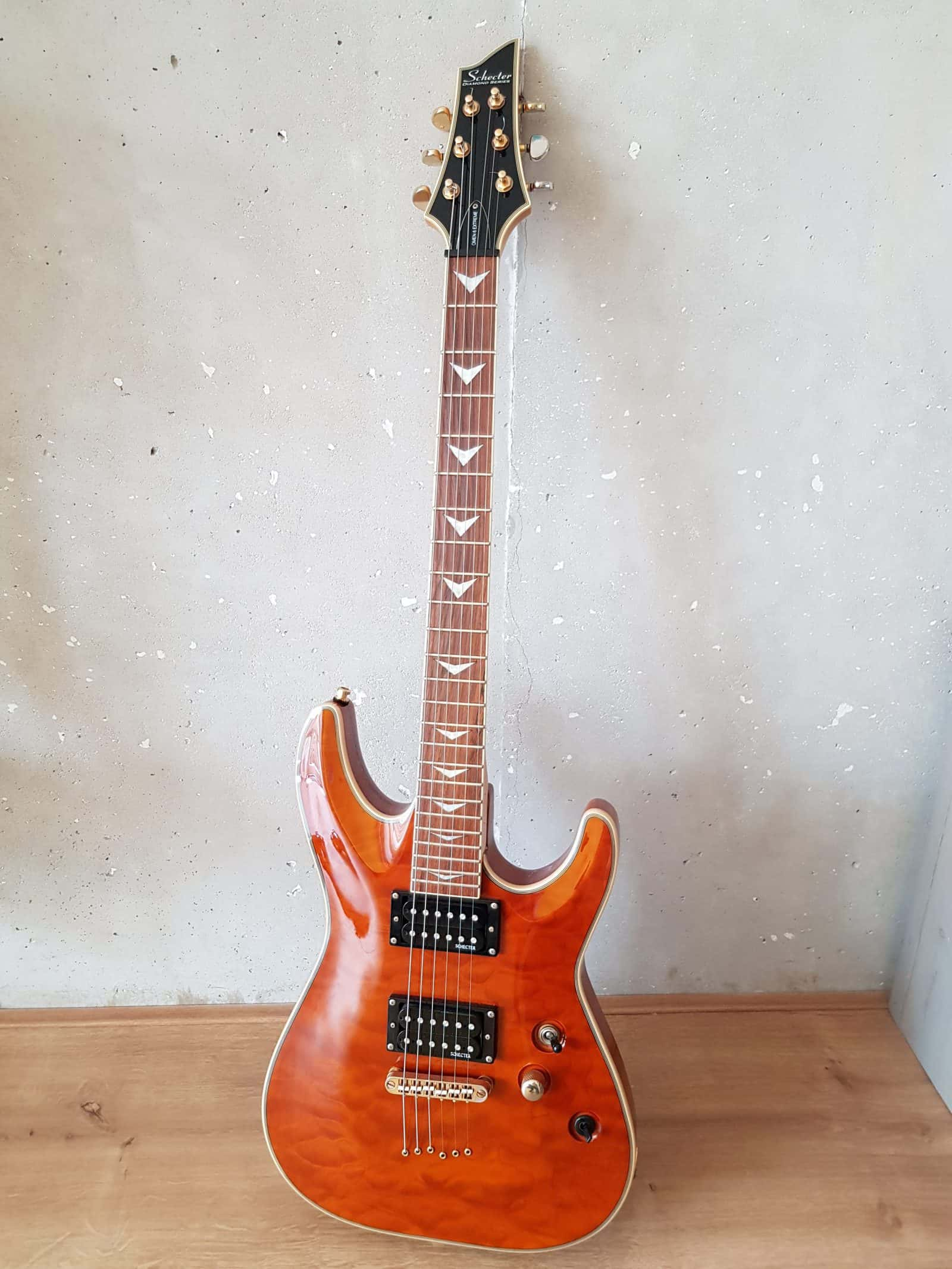 Best hard rock guitar under 500 euro: Schecter Omen Extreme 6