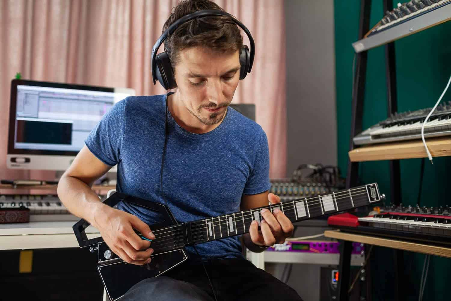 Overall best MIDI guitar- JAMMY G (Jammy Guitar) App-Enabled Digital MIDI Guitarbeing used